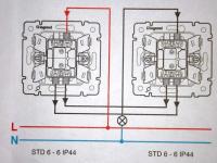 Как подключить проходной выключатель?