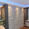 Укладка декоративного камня на стену.